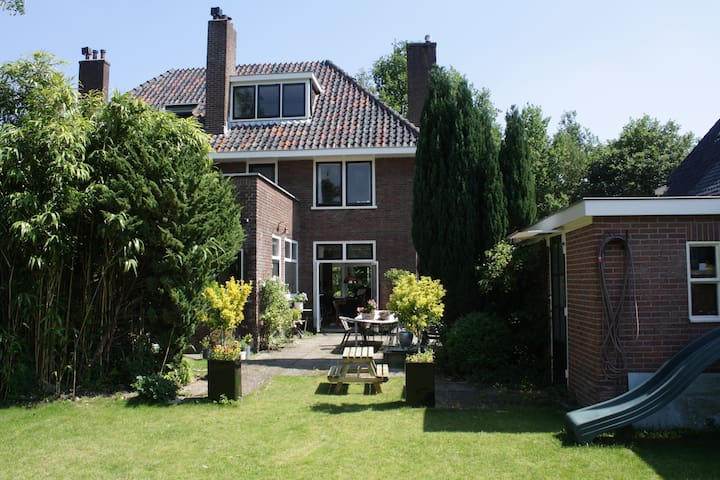 Beautiful family house near Utrecht - Driebergen-Rijsenburg - Talo