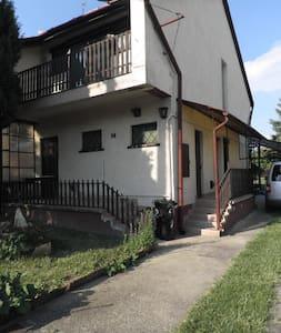 Vakantiehuis vlakbij Velence meer - Haus