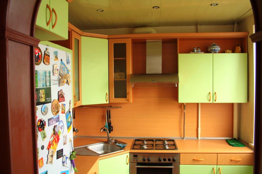 Кухня 6м2 с микроволновкой и печью
