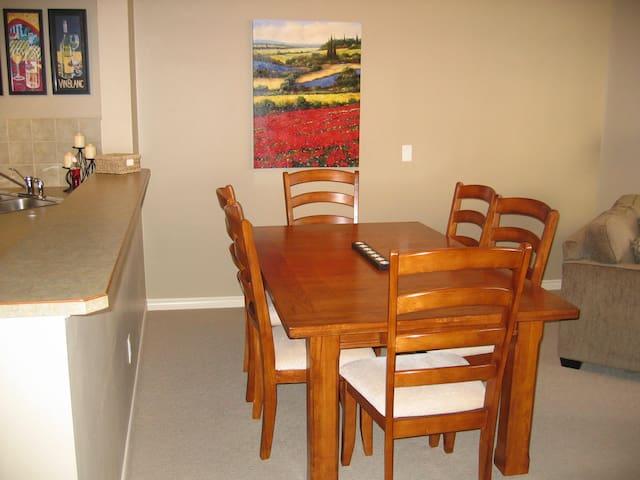 Dining area seats 6