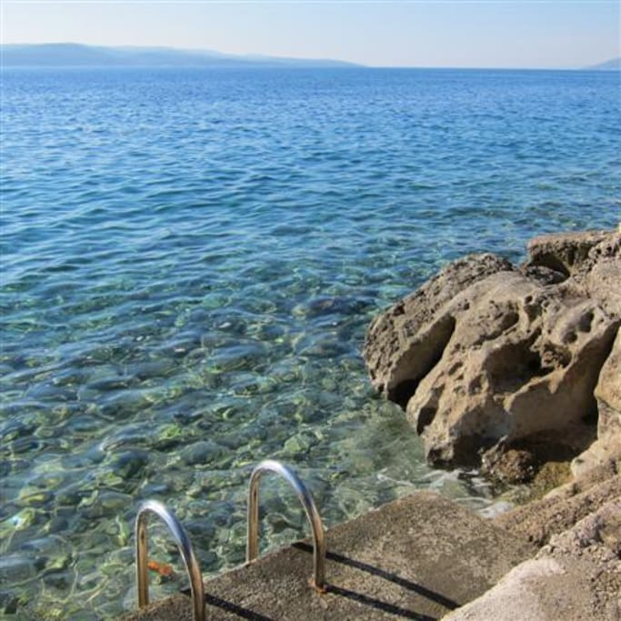 It's only 80 steps to the crystal clear water from Vila Anda.