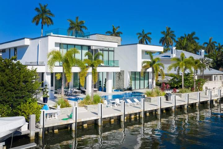 Modern Oasis in Las Olas - New 7 Bedroom Mansion