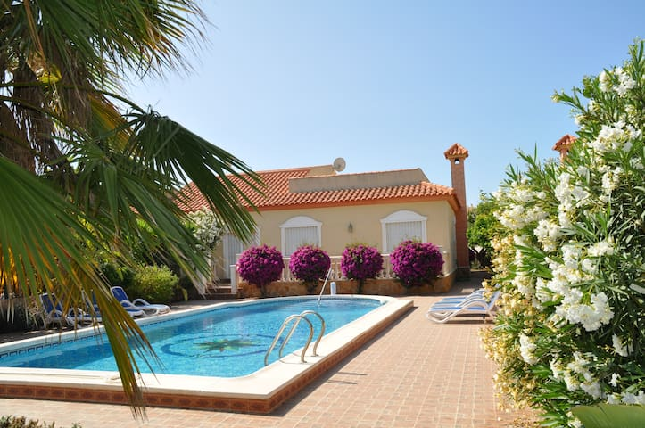 Holiday house with private pool - Monte Faro - Hus