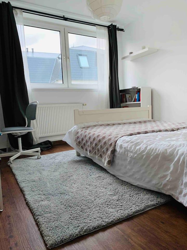 A cosy peaceful room in Bornheim, city center