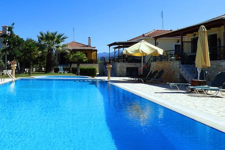 "Villa ""HERMES"" 2 apartments with pool and garden - Paralio Astros"