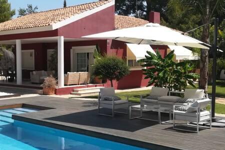 RELAX Y ESTILO, amplia villa junto aValencia