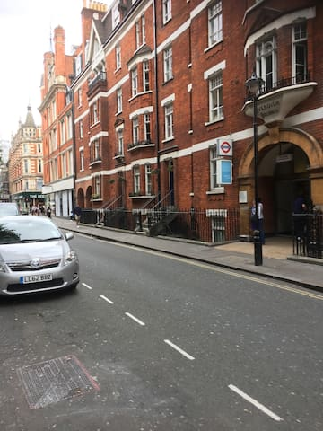 2nd floor 2 bedrooms flat in Bond and Oxford St.