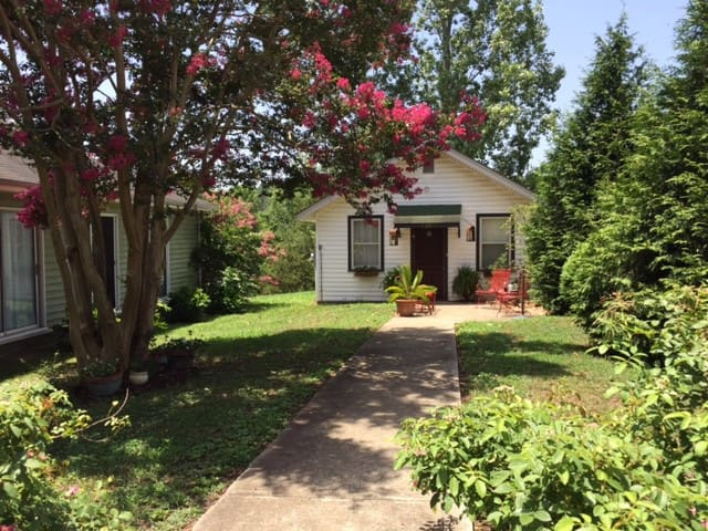 Cozy Cottage 10 minutes to Tryon Equestrian Center - Columbus