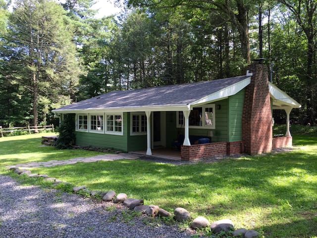 Green Cottage in the Catskill Mountains - Palenville