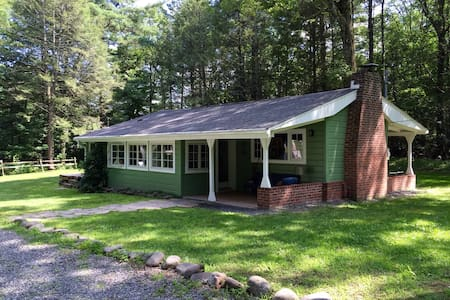 Green Cottage in the Catskill Mountains - Cabin