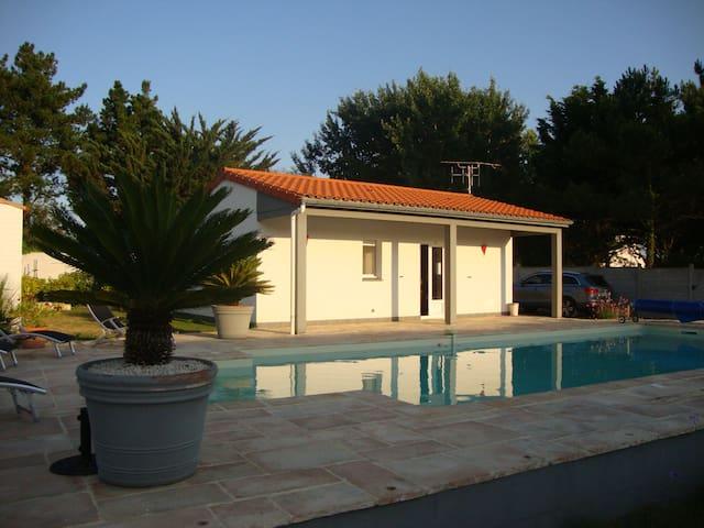 Maison au calme avec piscine privée - La Bernerie-en-Retz - House