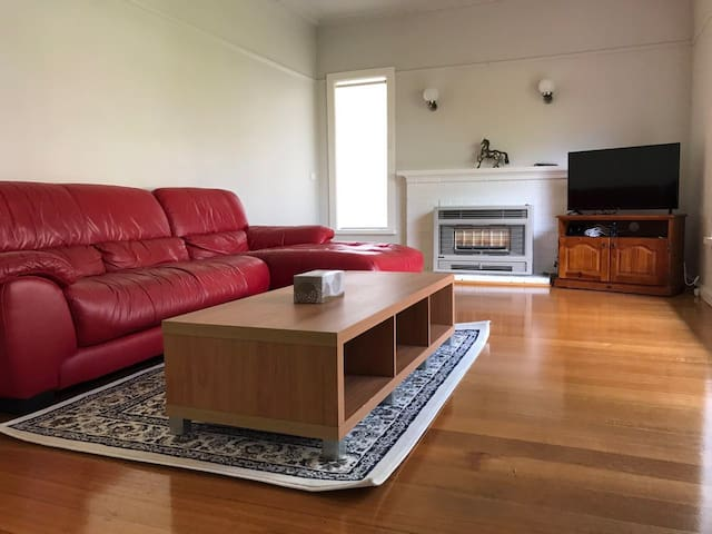 Melbourne inner east - twin double beds