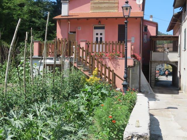 Casa nel verde vicino a Levanto. - Ferriere  - Dům