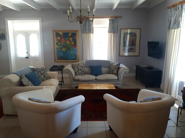 Villa Isabella 2 bedroom cottage with pool
