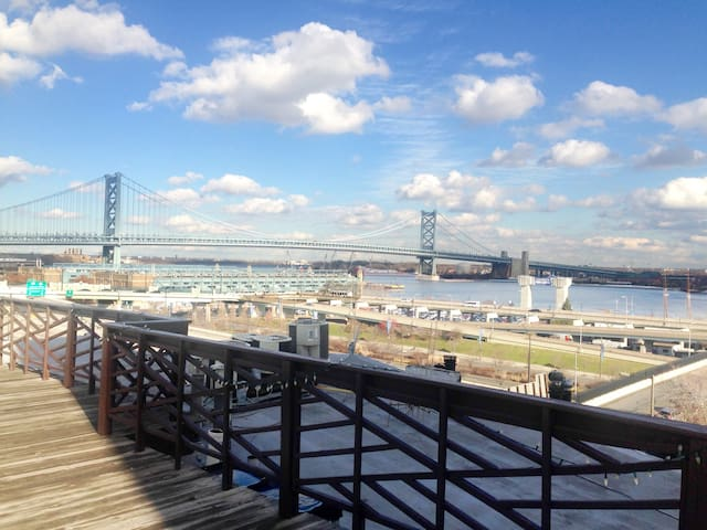 Rooftop with gorgeous views to the Delaware river and Ben Franklin bridge