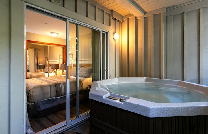 Lagoons Townhouse/Private Hot-tub/Whistler Village