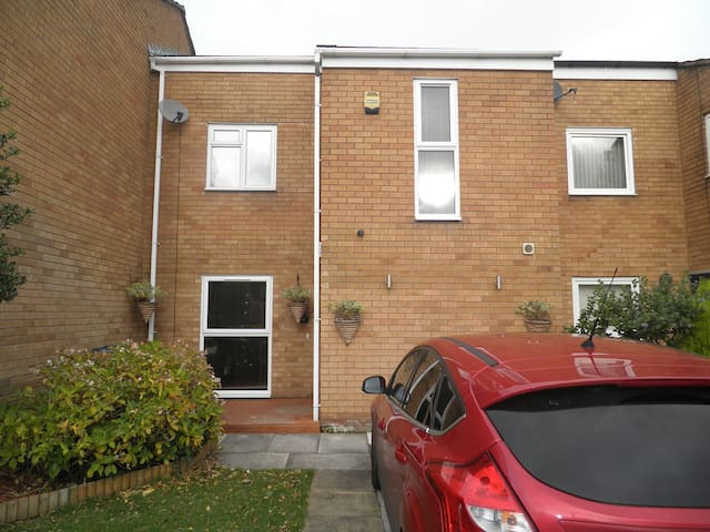 Modern accommodation - Greasby - Bed & Breakfast