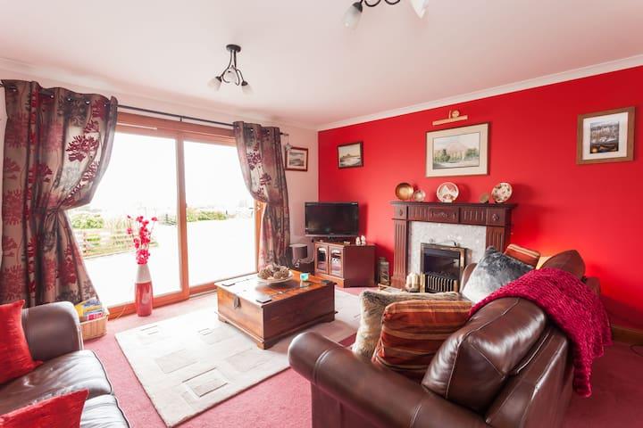 RUISGARRY Twin Ensuite Room with Stunning Seaviews - Upper Breakish - Bed & Breakfast