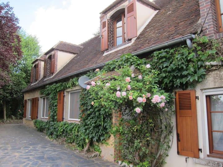 Beautiful Cottage 90mins from Paris