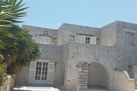 TWO STOREY HOUSE - Paros