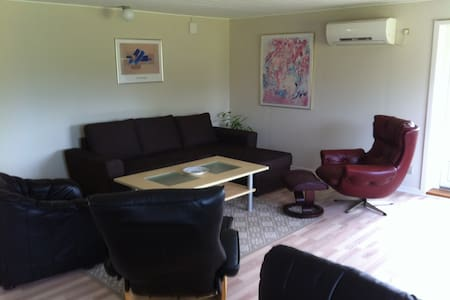 Exellent nice cottage with sea view and forest - Torrig - 独立屋