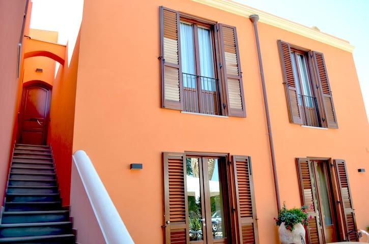 Il Casale Dei Conti B&B * * * Room5 - Barcellona Pozzo di Gotto - Bed & Breakfast