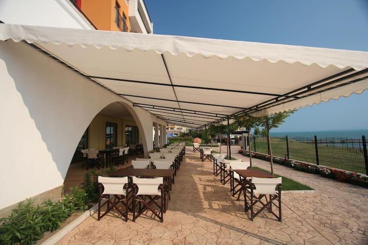 Suite in 4 stars Marina Cape complex on the beach