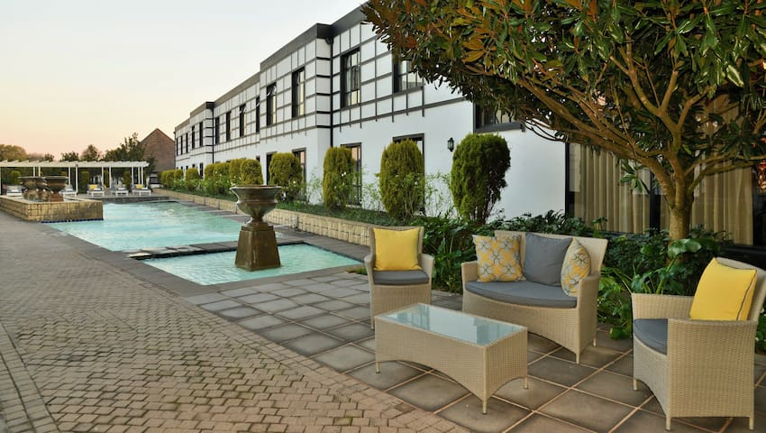 Get Inspired by the Midlands Meander | Modern Space + Outdoor Pool