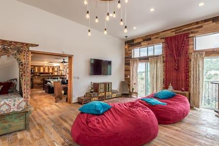 Sky Lodge/ 4000 feet of pure luxury / sleeps 12 - Santa Fe - Hús