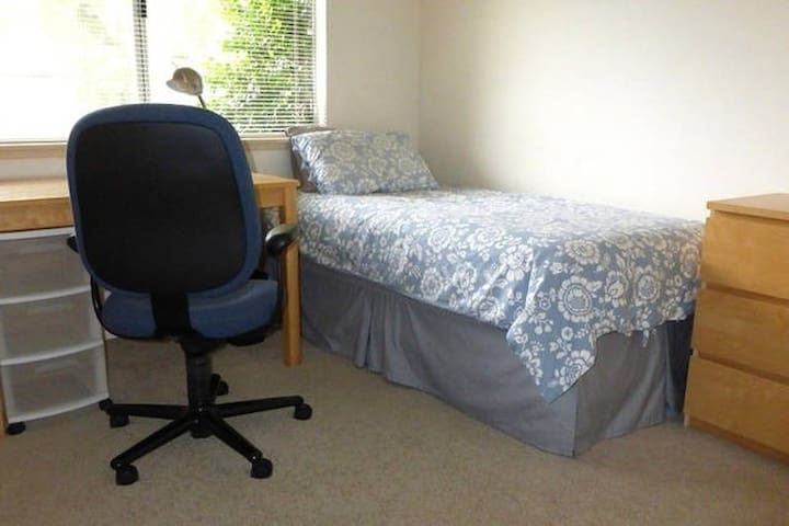 Rm 2 - Quiet room with easy route to campus