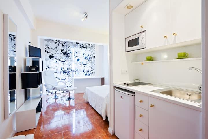 Nice new central studio in Granada