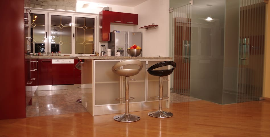 Guesthouse ALL INN (360m2; 5 parking places) - Zagreb - House