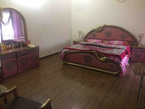 PC Pink Room Cell No: 03366386547