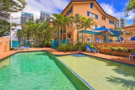 RIGHT IN THE HEART OF BROADBEACH - Broadbeach - Apartment