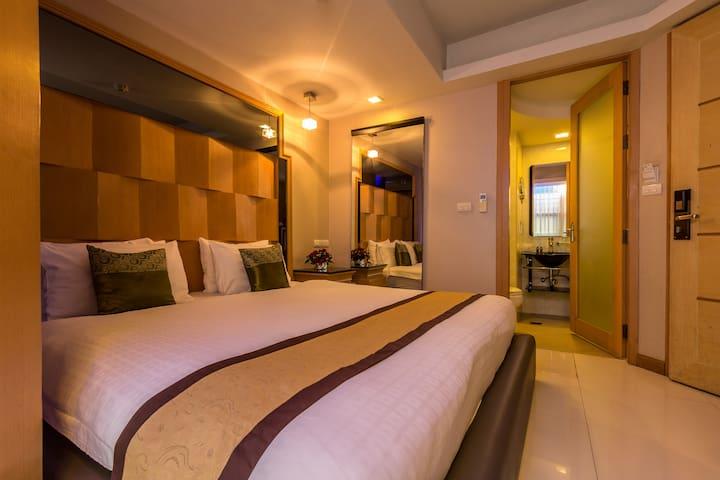 Smart Suites, Superior Room close to Nana BTS