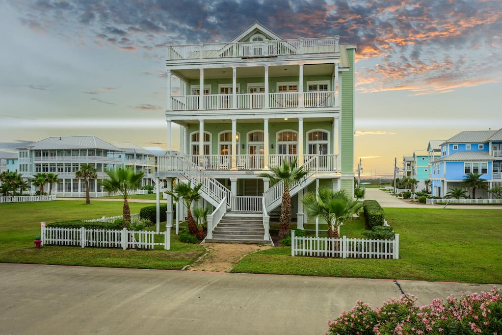 Beachfront lookout sleeps 30 elevator houses for for Beach house plans galveston