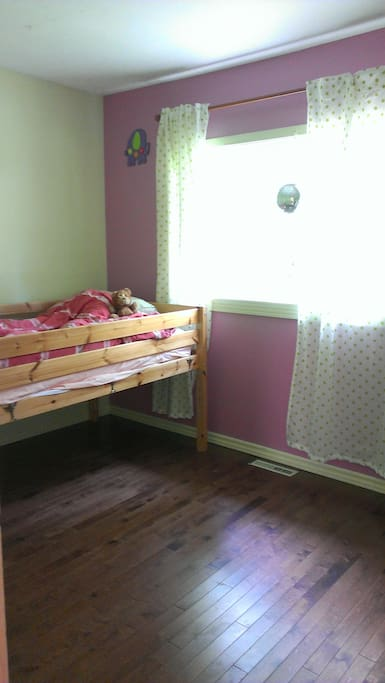 Bedroom with a single bed and a small dresser.