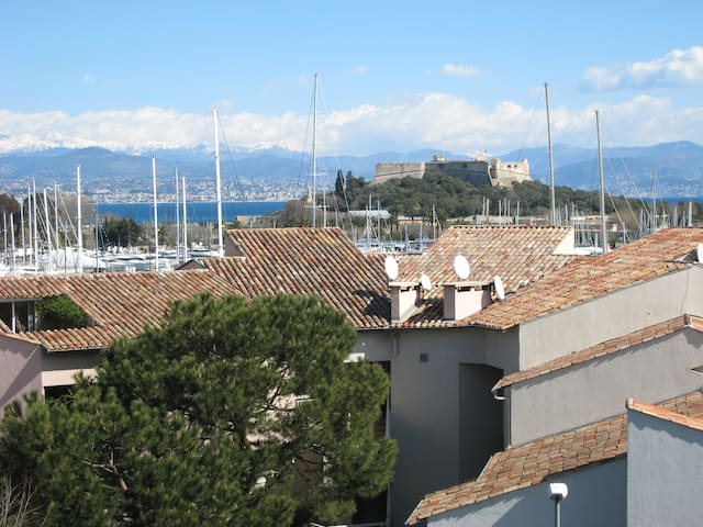 View on the sea and the old Vauban fortress from the bedroom /Vue de la chambre sur la mer et le fort Vauban