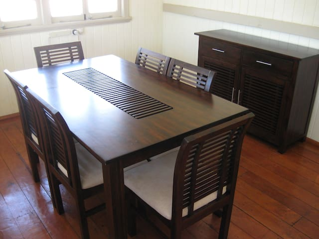 Separate 6 seater dining