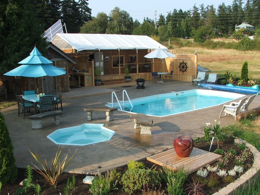 Pool social area