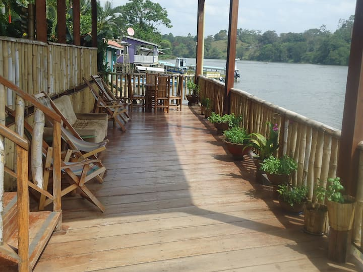 "Riverfront bed & breakfast""Daniela"""