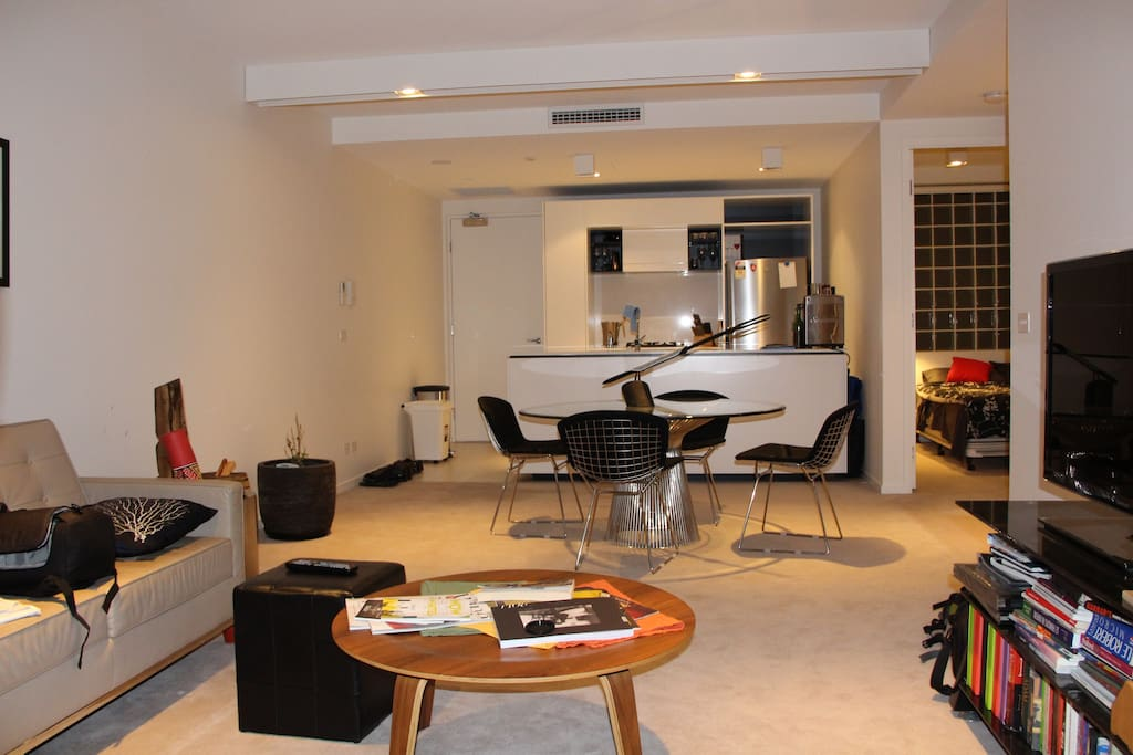 Fully equipped kitchen, dining and lounge room.