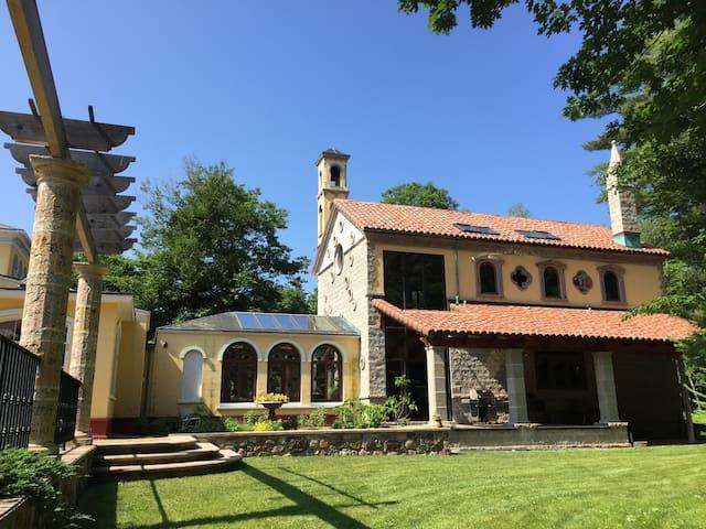 Beautiful villa, gardens, pool