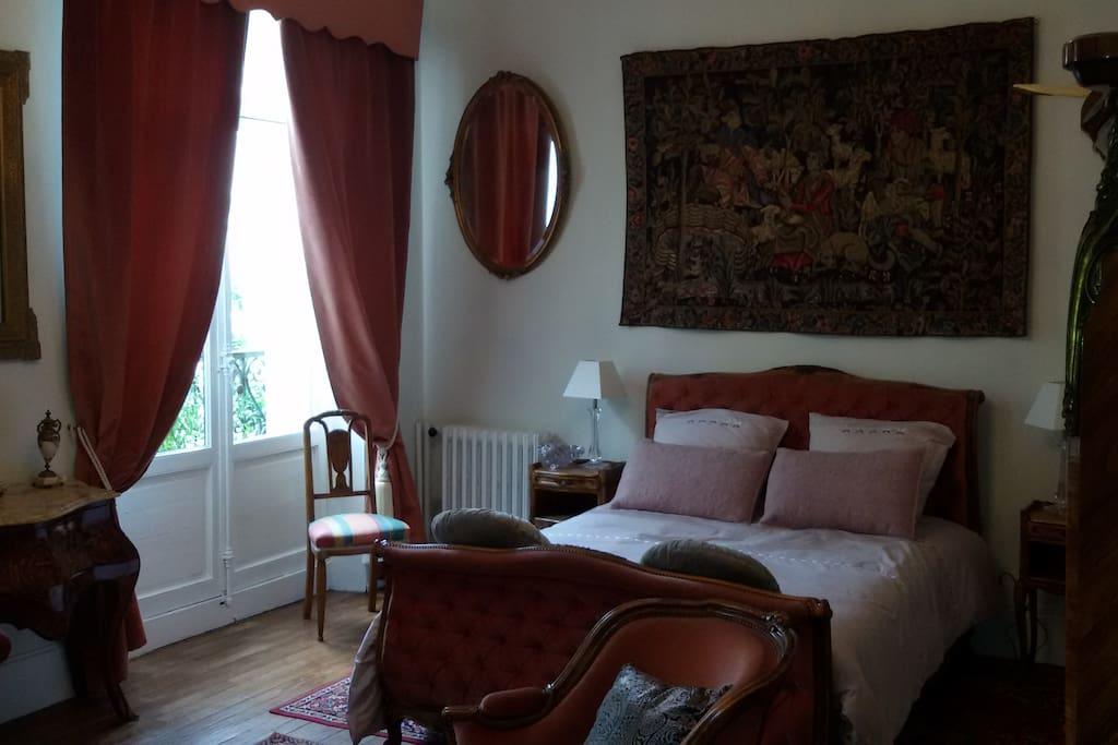 chambre belle epoque magnifique h tel particulier maisons louer le mans pays de la loire. Black Bedroom Furniture Sets. Home Design Ideas