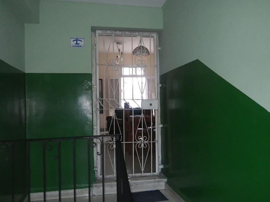 [English / Español] Accommodation entrance. -- Entrada del alojamiento.