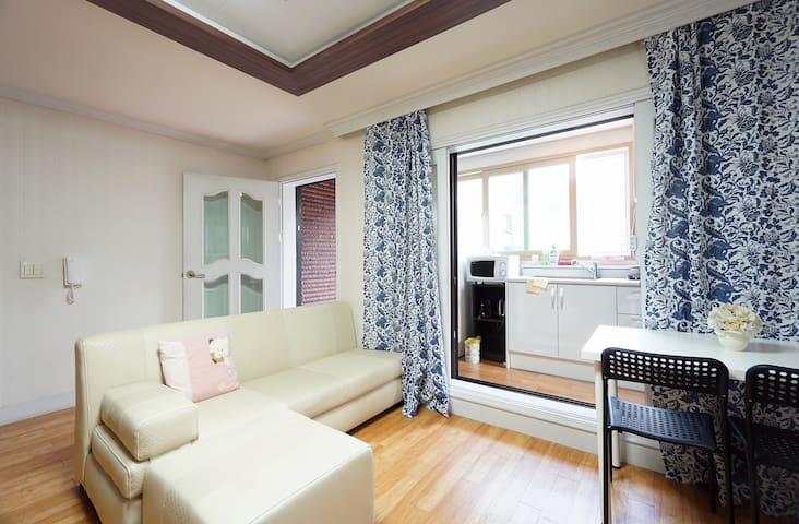 Big rooms near Shillim, Shinchon,