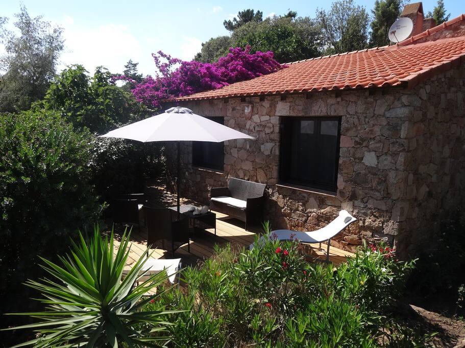Mini-villa en pierres de granit