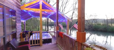 Big Private CreekView Cabin Retreat with Jacuzzi