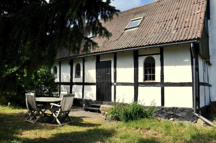 Charming studio flat in old farm - Gudhjem - Daire