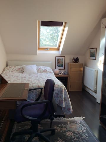 Double Room & Private bathroom-Dore Train station